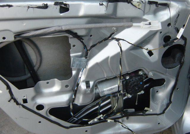 3シリーズ E46 左リアウインドーレギュレータ交換