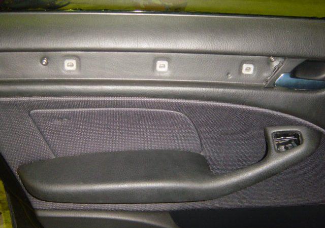 3シリーズ E46 左フロントウインドーレギュレータ交換