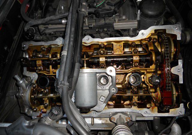 N系4気筒エンジンのエンジンオイル漏れタペットカバーパッキン