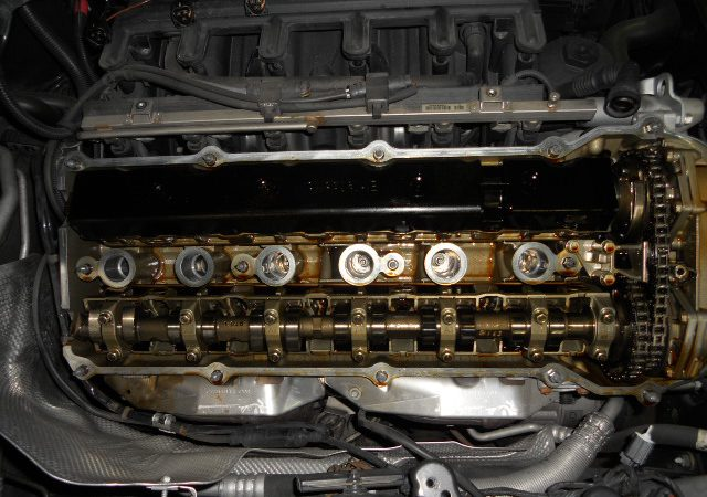 BMW直列6気筒エンジンのタペットカバーパッキン交換