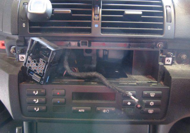 3シリーズ E46 318iツーリングMスポーツ オーディオ交換