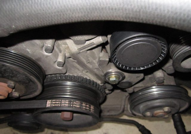 3シリーズ E36 318isスポーツパッケージ ファンベルトが外れた