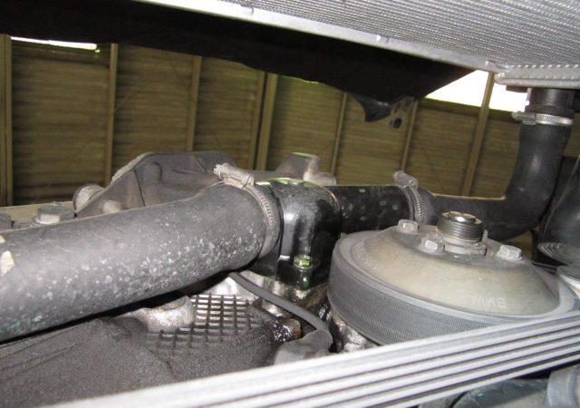 5シリーズ E34 525iスポーツパッケージ 冷却水漏れ修理