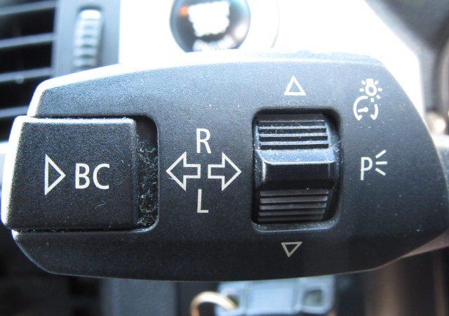 E90 エンジンオイル量点検方法