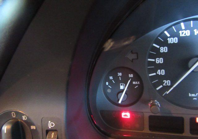 5シリーズ E39 525iハイライン チャージランプ点灯