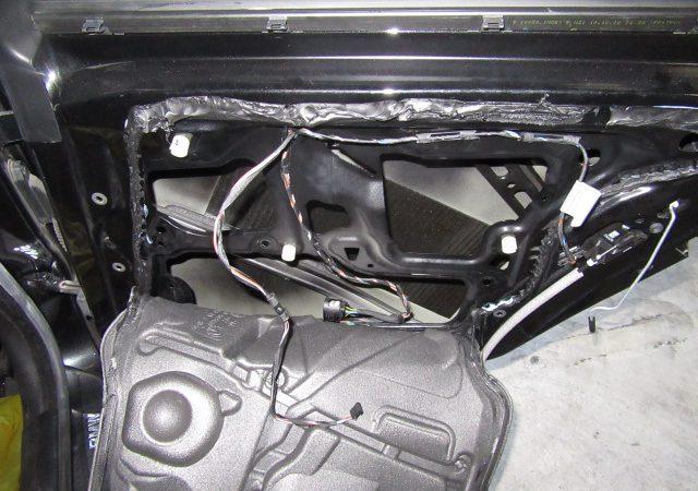 3シリーズ E90 320i 右リアパワーウインドーレギュレータ交換