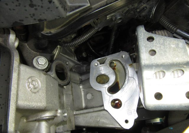 3シリーズ E90 320iハイラインLCI 冷却水漏れエンジンオイル漏れ