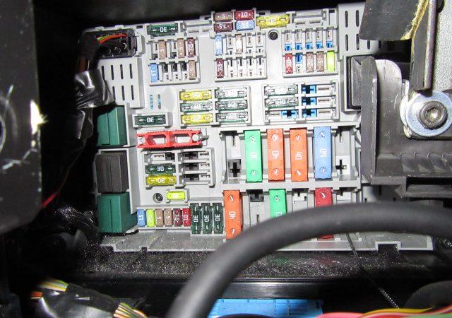 3シリーズ E91 320iツーリングMスポーツ ドアロック開かない
