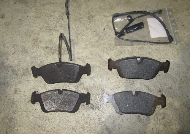 3シリーズ E46 318iMスポーツ  ブレーキパッド交換