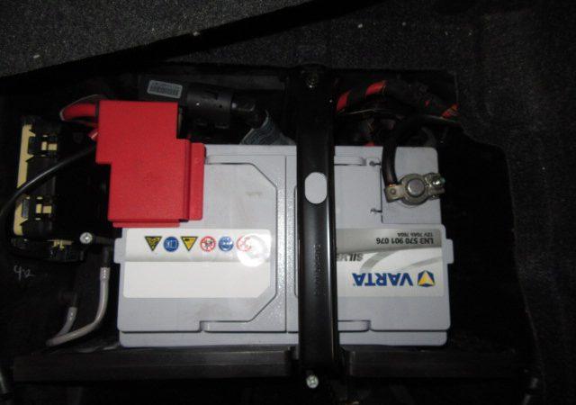 Z4 E85 Z4 2.2iバッテリ交換