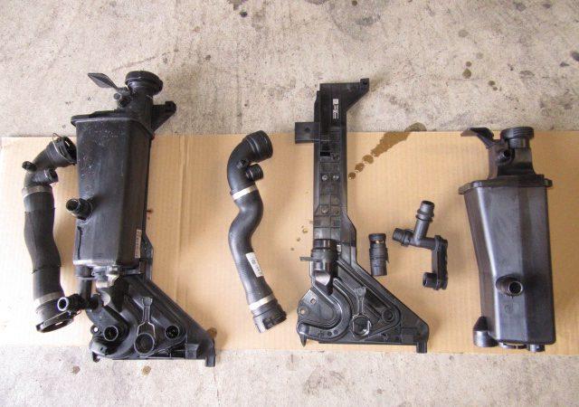 3シリーズ E46 330CiMスポーツ 冷却水漏れ