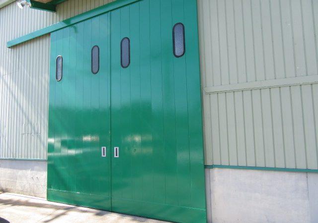 アクセルオートの扉再塗装