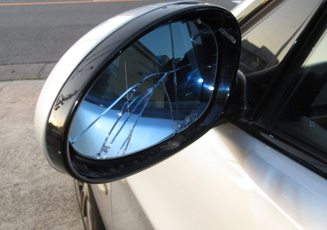 3シリーズ E91 320iツーリングMスポーツ 左ドアミラーガラス交換