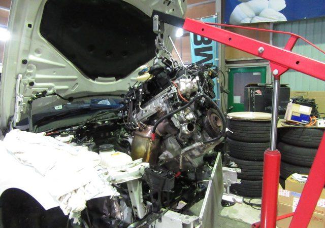 3シリーズ F30 320dMスポーツ エンジン交換