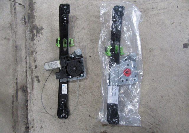 3シリーズ E90 325iMスポーツ 左リアパワーウインドーレギュレータ交換