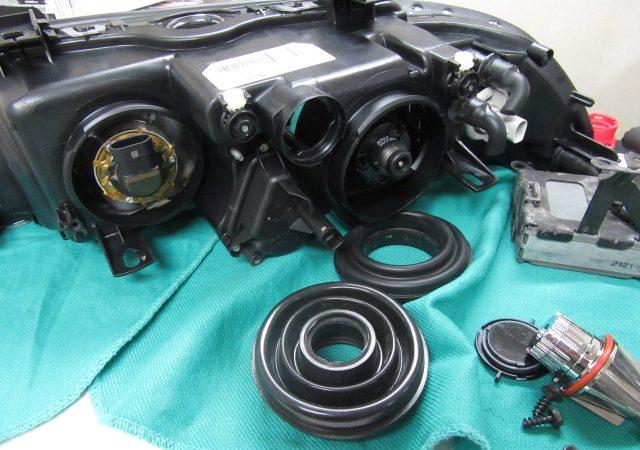 5シリーズ E39 530iMスポーツ 右ヘッドライト光軸ロッド交換