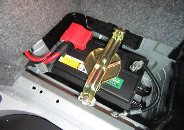 3シリーズ E46 318iMスポーツ バッテリ交換