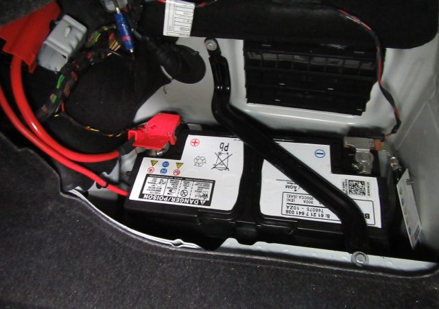 3シリーズ F30 320dMスポーツ バッテリ交換