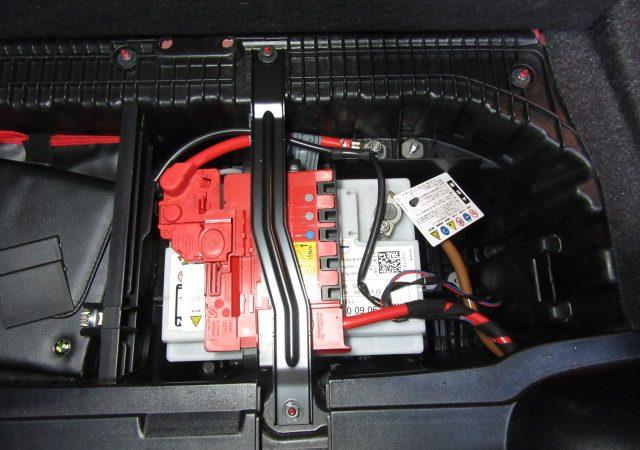 1シリーズ E87 116iバッテリ交換