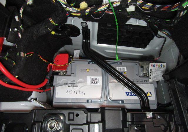 3シリーズ F31 320dツーリングスポーツ バッテリ交換