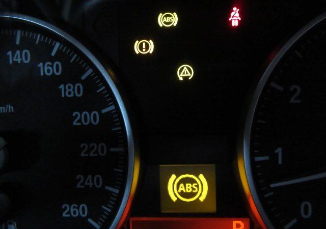 3シリーズ E90 325iハイラインLCI 車速センサー交換