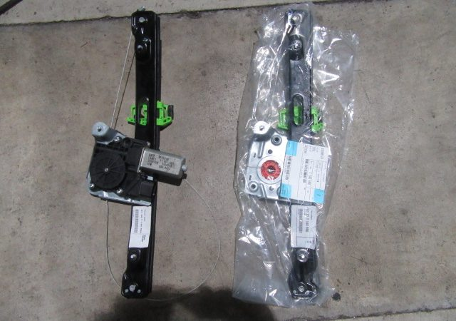 3シリーズ E91 320iツーリングMスポーツ 右リアパワーウインドーレギュレータ交換